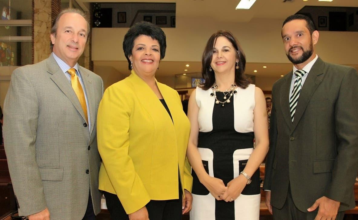 José de Moya Cuesta, Regla Brito de Vargas, Yolanda Valdez y Miguel Puente Leonor.