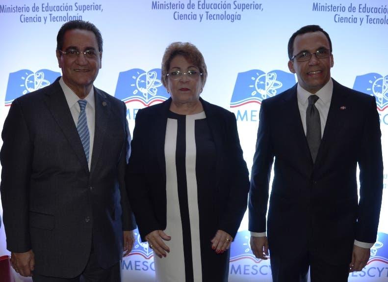 Iván Grullón, Alejandrina Germán y Andrés Navarro.