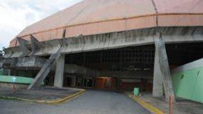 Vista parcial del Palacio de los Deportes Virgilio Travieso Soto, cuya estructura se encuentra en un avanzado estado de deterioro.