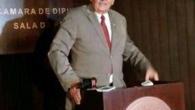 Fidelio Despradel habló en rueda de prensa. Foto: Degnis De León.