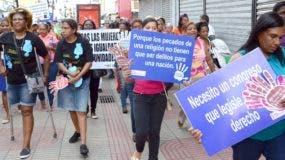 Decenas marchan a favor del aborto en sus tres causales.