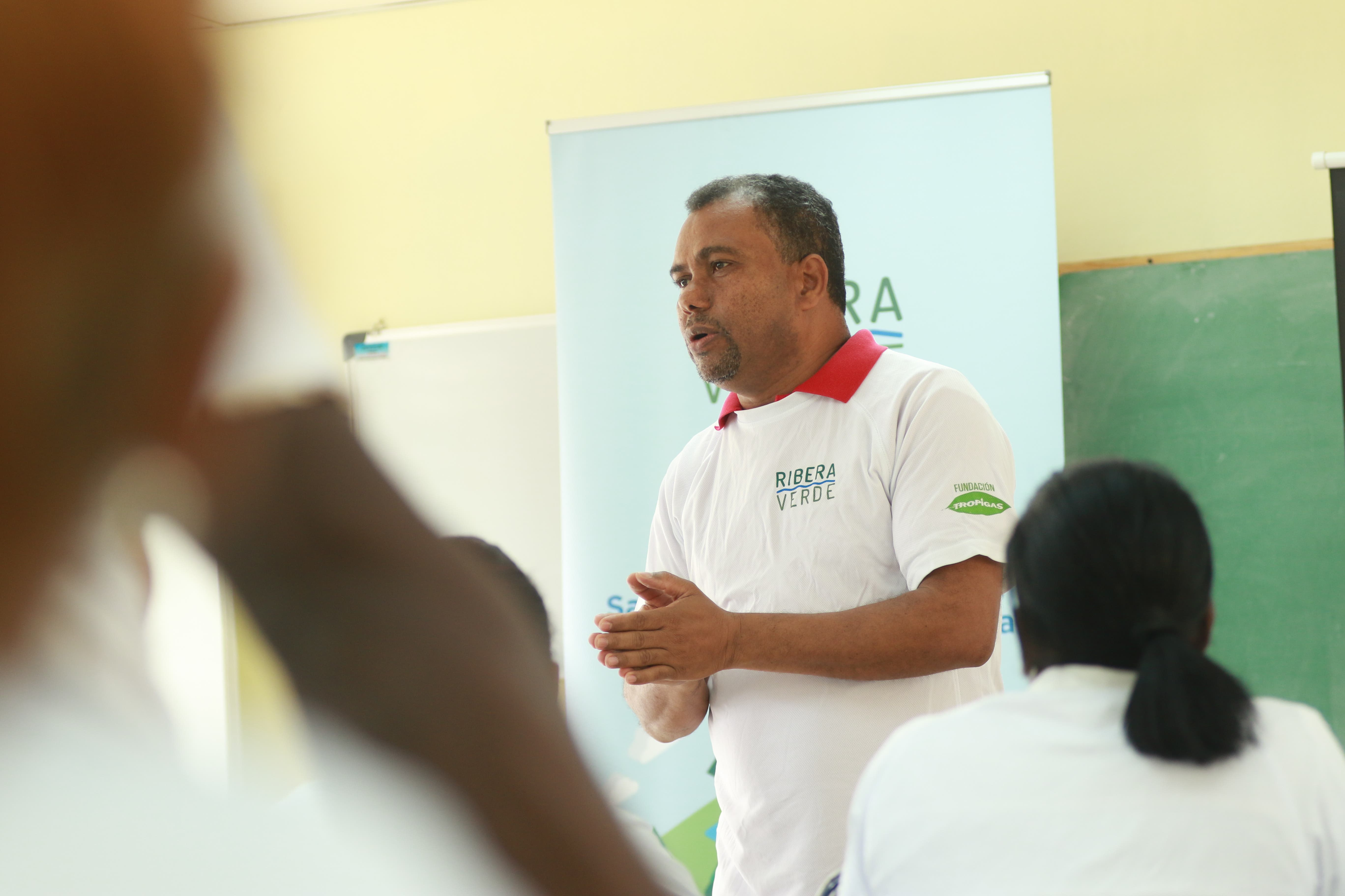 Las capacitaciones iniciaron con unos talleres de concientización los días 8, 10 y 12 de mayo, donde fueron formadas 40 promotoras medio ambientales, 20 recolectores y 30 brigadistas.