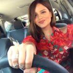 Karla Amezola no siempre ha conducido para Uber o Lyft. La periodista mexicana nacida de Tijuana era hasta febrero presentadora de noticias del canal 62 de Estrella TV, un canal local en Los Ángeles.