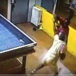 Imagen captada del video donde se ve cuando el agresor dispara contra su víctima.