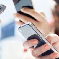 """La eliminación del """"roaming"""", que ya se llevó a cabo en los países de la Unión Europea en 2017, supondrá que los usuarios puedan llamar, navegar por internet o enviar mensajes por el mismo precio tanto desde su país como desde cualquiera de los países extranjeros firmantes."""