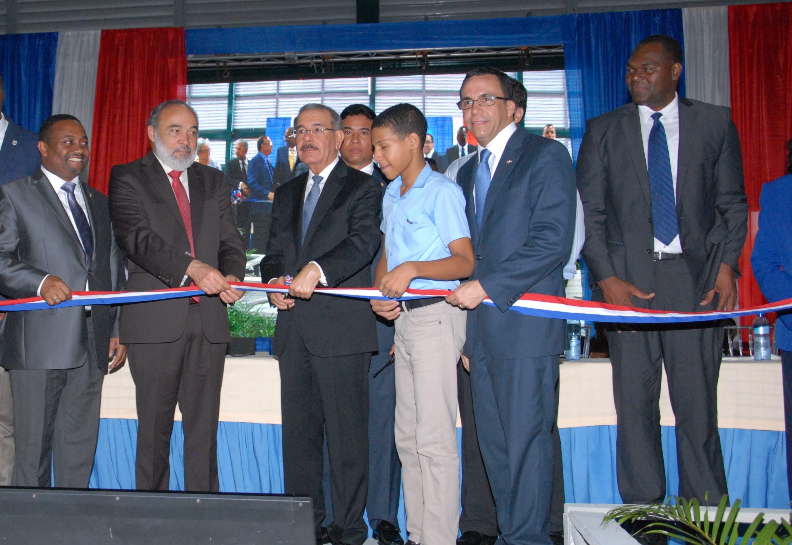 Presidente Danilo Medina entrega un liceo en La Nueva Barquita