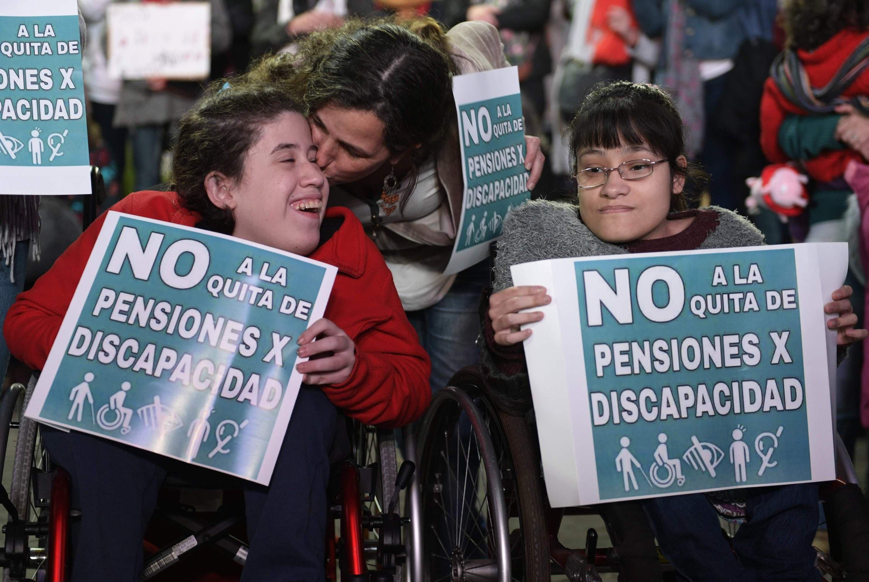 Discapacitados reclaman al Gobierno argentino restitución de pensiones