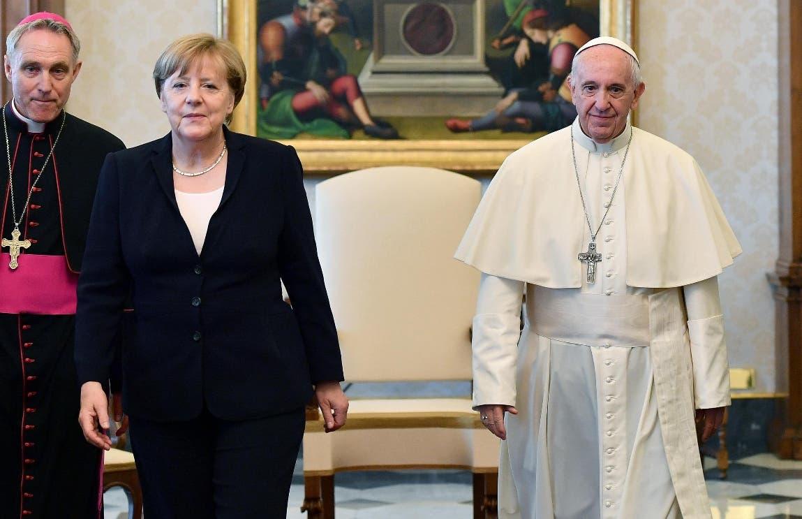 El papa Francisco recibió hoy en el Vaticano a la canciller alemana, Angela Merkel. EFE