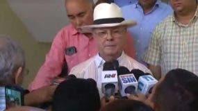 Hipólito Mejía mientras salía de la cárcel del Palacio de Justicia de Ciudad Nueva.