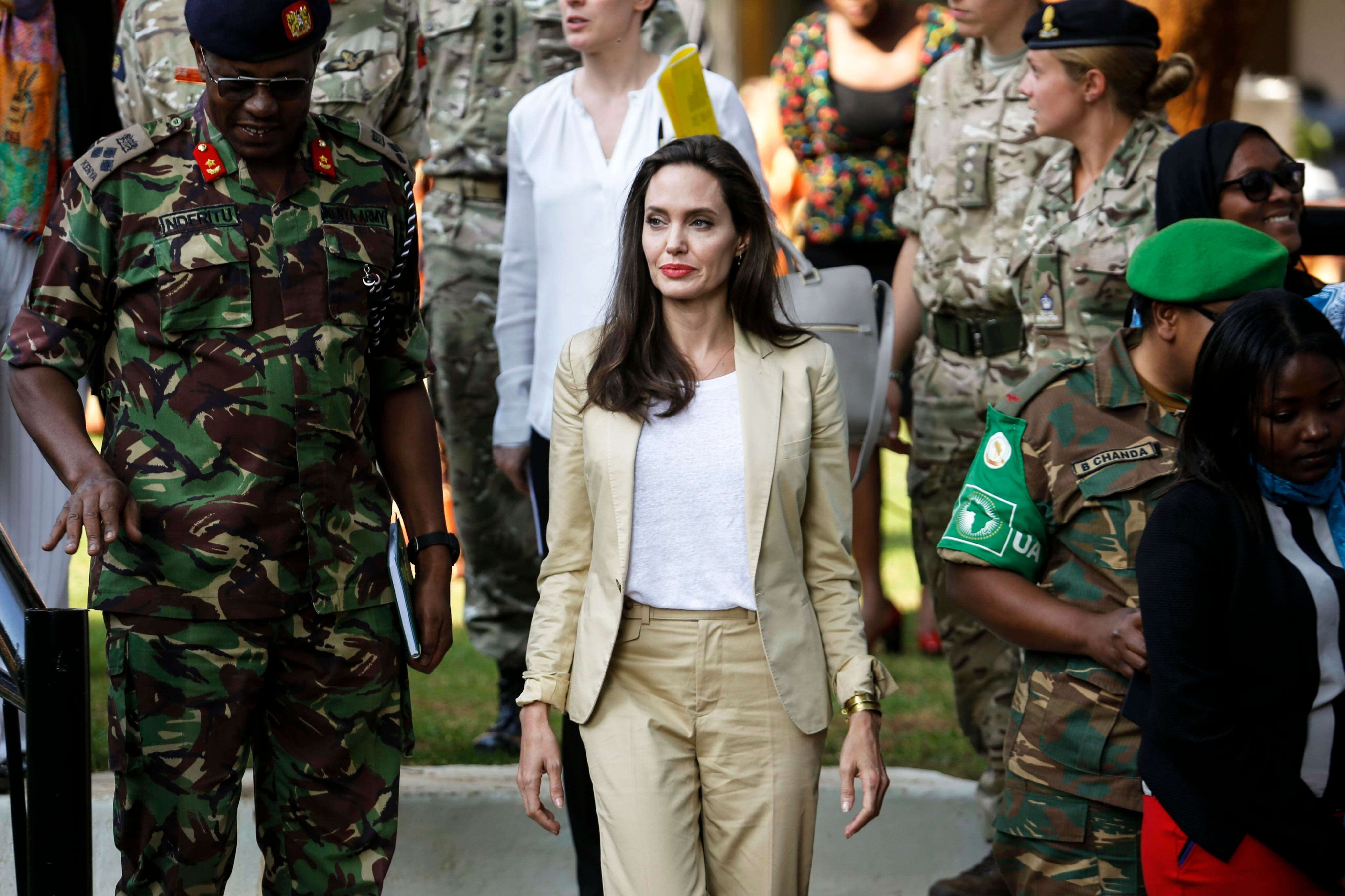 Angelina Jolie apoya a niñas refugiadas en Kenia por violencia sexual