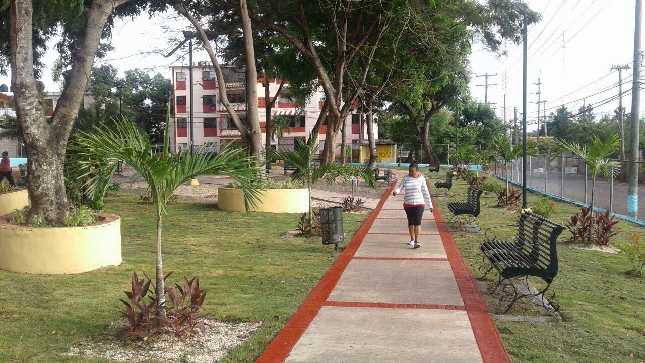 Inauguran parque Eugenio María de Hostos en SDE