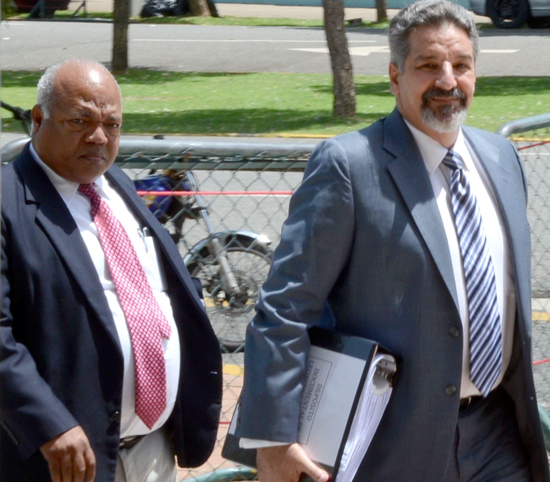 Leoncio Almanzar,ex director del CEA,llega a la procuraduría para ser investigado por venta de terreno donde se encuentra el barrio de los tres brazoz/foto Jose de Leon