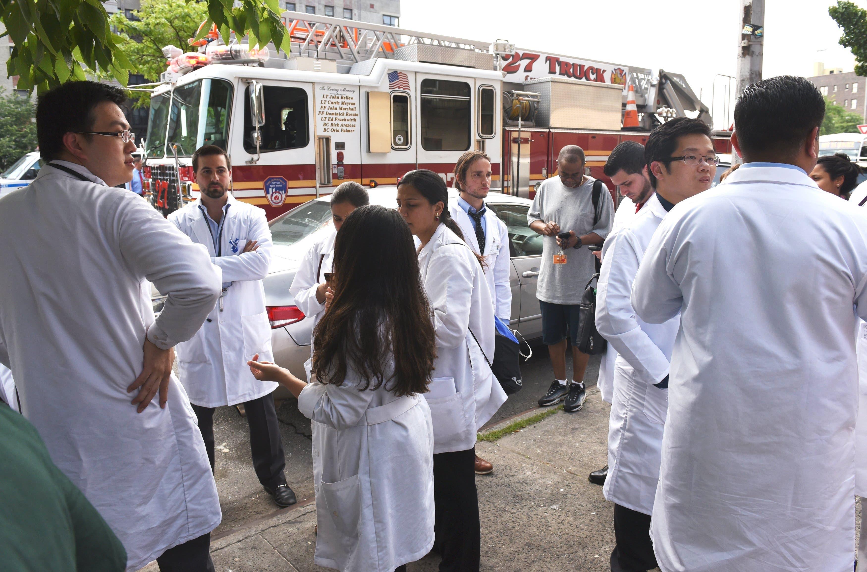 Médico ataca a tiros a varios colegas en hospital de Nueva York y luego se suicida