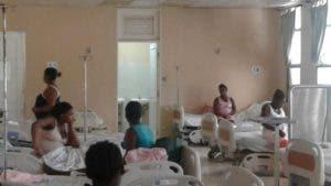 Los médicos denunciaron la falta de condiciones adecuadas en la maternidad para atender a las parturientas.