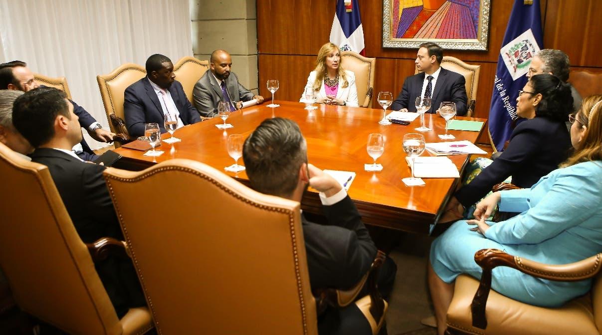 Jean Alain Rodríguez y Magdalena Boynton encabezan la sesión de trabajo en la Procuraduría.