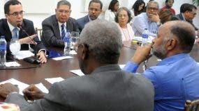 Andrés Navarro reunido con representantes del gremio.