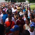 Momentos en  que ciudadanos venezolanos radicados en el país participan en votación consulta.