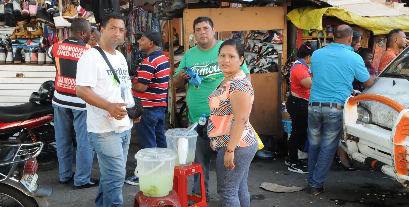 El comercio informal continúa siendo la salida de la crisis que han encontrado muchos venezolanos residentes en el país.