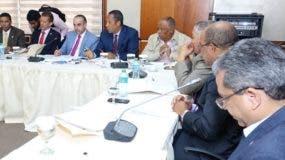 Miembros de la comisión bicameral que estudian las iniciativas.