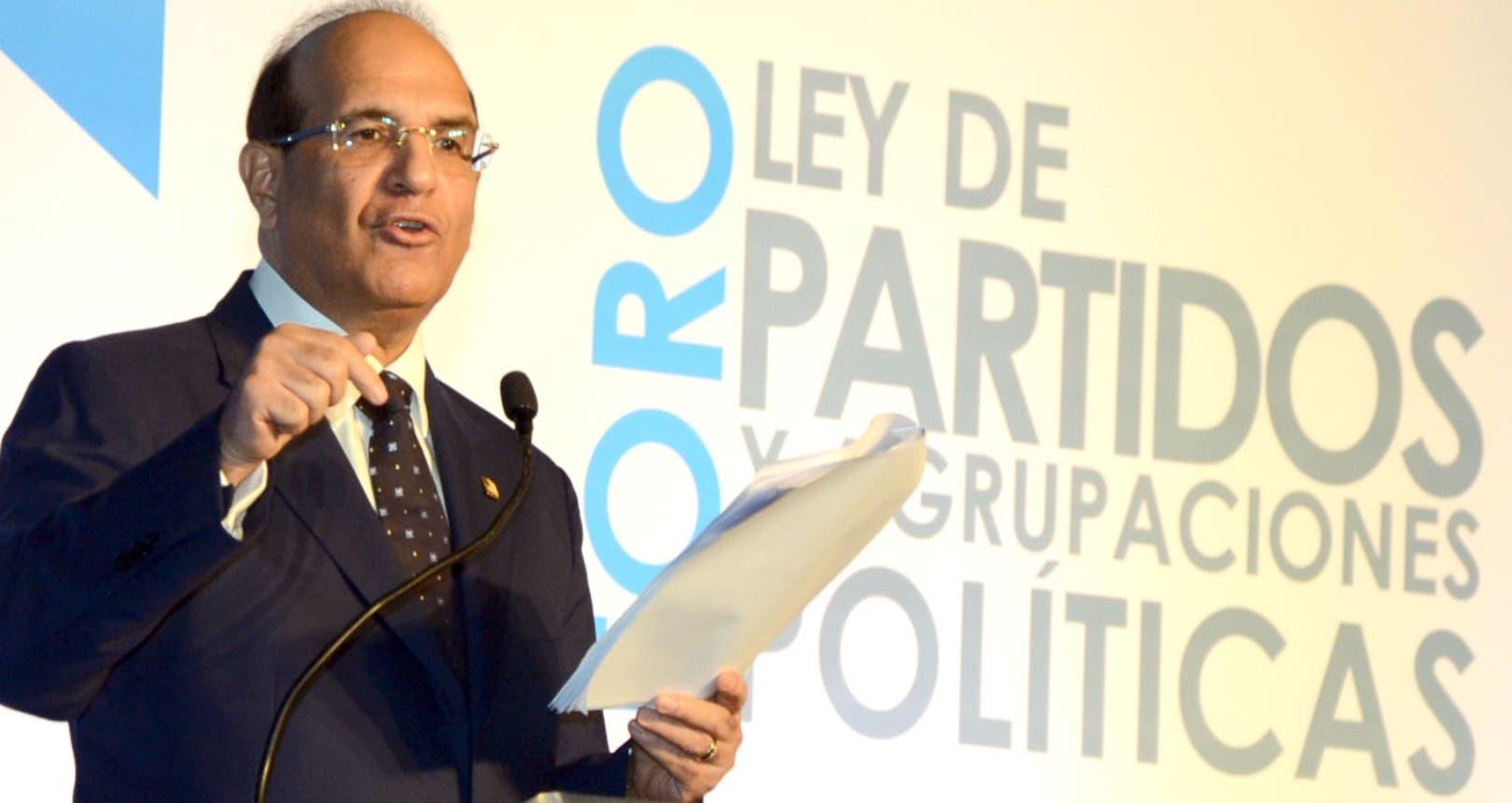 Julio César Castaños  Guzmán plantea la necesidad de sacar el dinero sucio de campañas