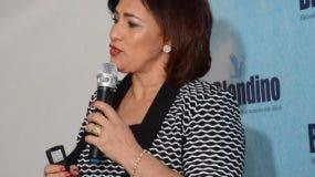 La doctora Mayra Perera diserta en edificio Blandino.