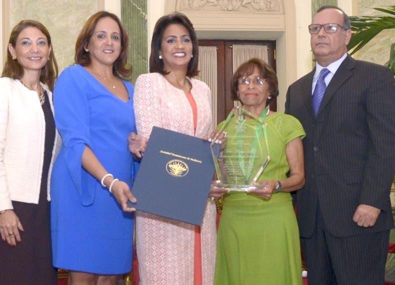 Pediatras son reconocidos por el Despacho de la Primera Dama