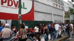 Los venezolanos se abastecieron ayer  para huelga de 48 horas durante jornada de protestas.