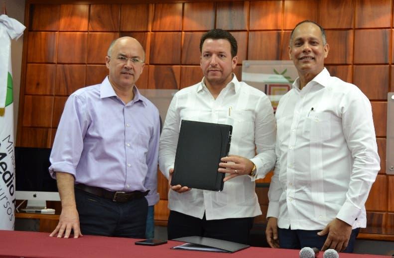 Francisco Dominguez Brito, José A. Aybar. y Armando  García.