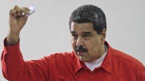 El presidente Nicolás Maduro al momento de emitir su voto.
