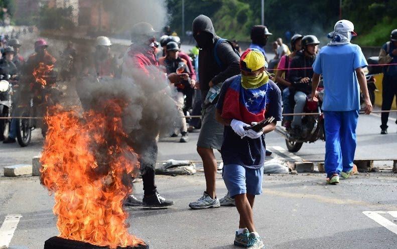 Enfrentamientos matizaron el paro de opositores al Gobierno.