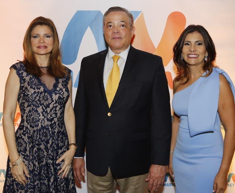 Nancy Velázquez, José Florentino y Rossanna Camarena.