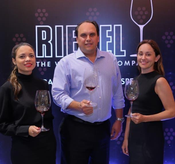 Michelle Menéndez, Christian K. Valldejuli y Carolina Otero.