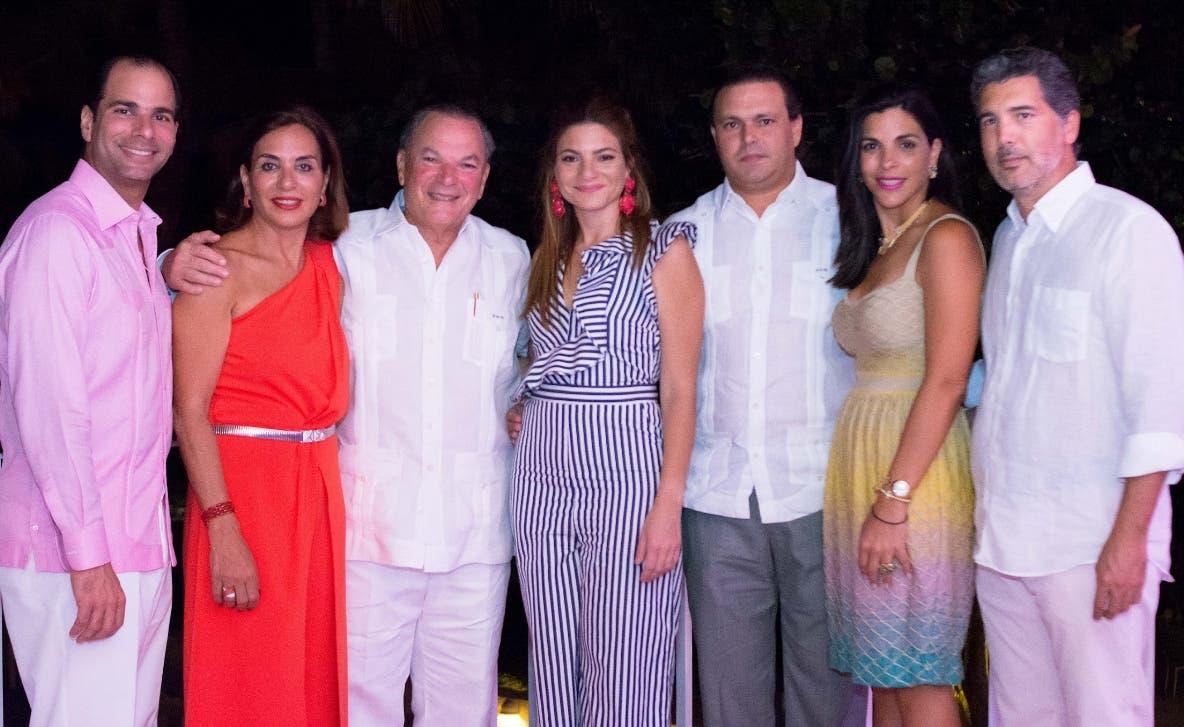 Frank Elías Rainieri, Haydee Kuret de Rainieri, Frank Rainieri, Paola Rainieri de Díaz, Juan Tomás Díaz, Franchesca Rainieri y  Juan Caro.