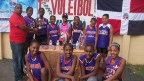 Equipo femenino del club Calero que dominó torneo intermedio.