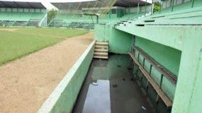 En estas condiciones está el estadio principal de Salcedo, el cual servirá de escenario para la inauguración de los Juegos Deportivos Nacionales, previstos para marzo del próximo año.