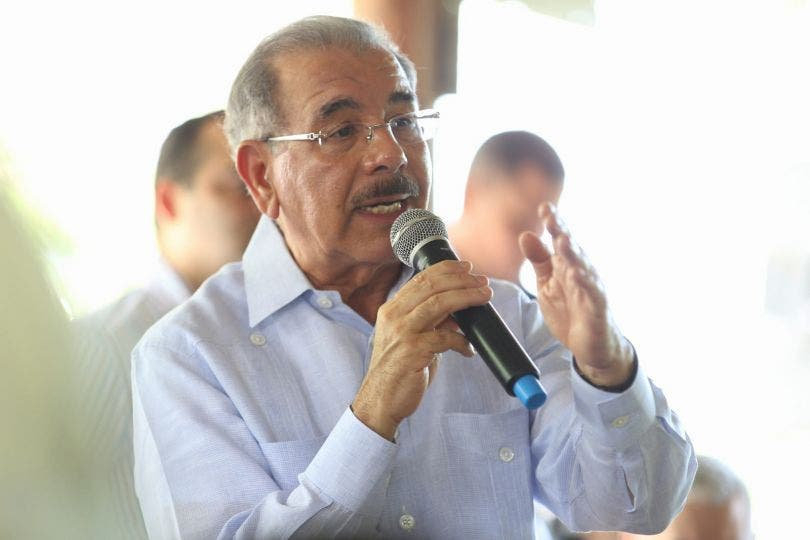 Danilo Medina apoya a ganaderos de Río San Juan