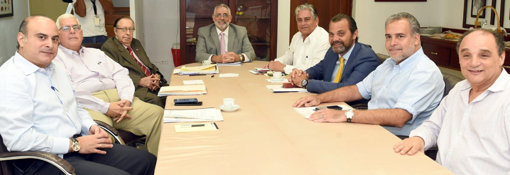 Integrantes de las seis franquicias  durante la asamblea celebrada ayer, donde se escogió a Vitelio Mejía, como presidente de la Liga.
