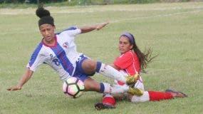 La dominicana Marian López en una gran jugada en el partido.