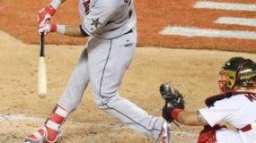 El dominicano José Ramírez, de Cleveland, conecta de hit en su debut en el Juego de Estrellas.