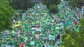 Los manifestantes de la Marcha Verde abarrotaron la avenida  Máximo Gómez.