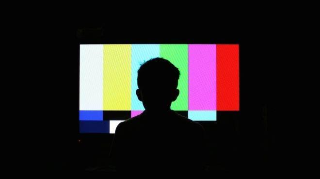 Derechos de autor de la imagen RAÚL VÁZQUEZ / EYEEM.  ¿Es posible usar los canales en blanco de la televisión para dar acceso a internet a todo el mundo?