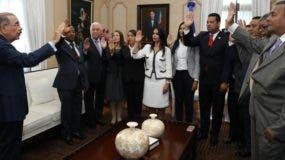 El presidente Danilo Medina toma el juramento a incumbentes.