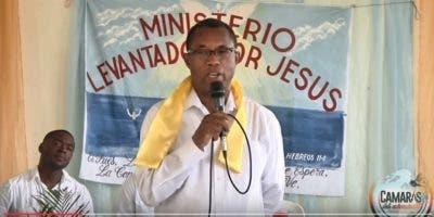Blas Peralta, el asesino de Mateo Aquino Febrillet, predicando la palabra de Dios en la cárcel de La Romana.