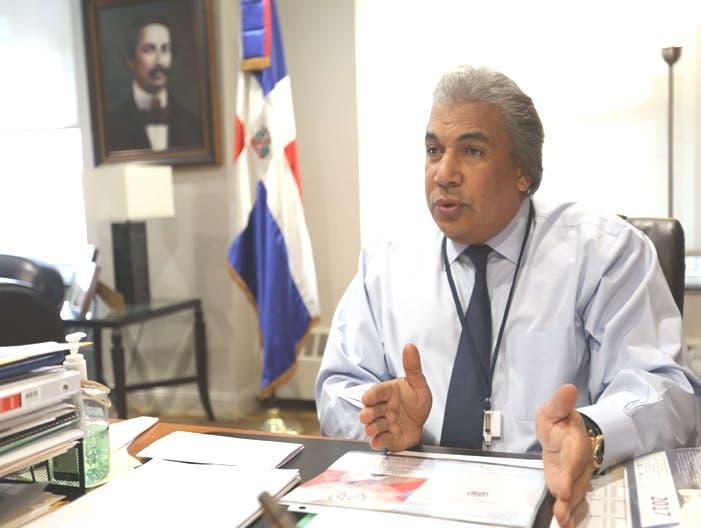 Cónsul dominicano en esta ciudad, Carlos Castillo