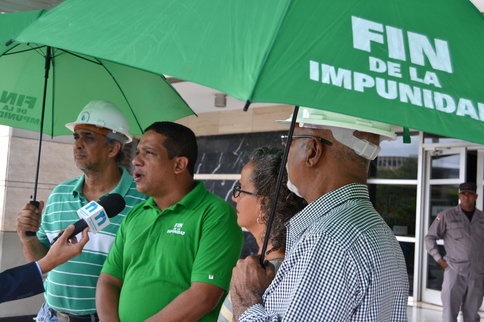 Carlos Pimentel  y otros miembros del movimiento.