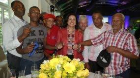 Los padres disfrutaron junto a la vicepresidenta Margarita Cedeño durante el acto de reconocimiento de Padres Responsables, efectuado en el hotel El Embajador.