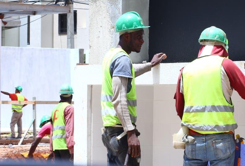 Mano de obra haitiana es preferida por su bajo costo.