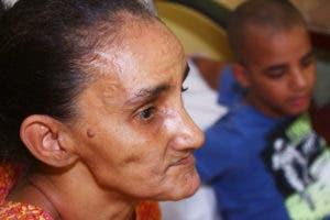 Esta abuela se ha dedicado día y noche a cuidar por sus nietos Foto: Elieser Tapia.