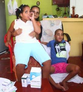 Alsania Santana pide ayuda para medicamentos de sus nietos que padecen de Autismo. Foto: Elieser Tapia.