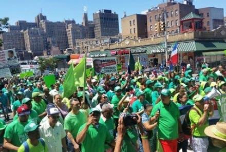 mas-de-cinco-mil-dominicanos-en-ny-participaron-marcha-verde